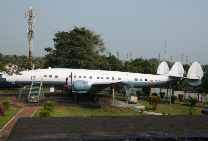 22_Super_Constellation_IN315