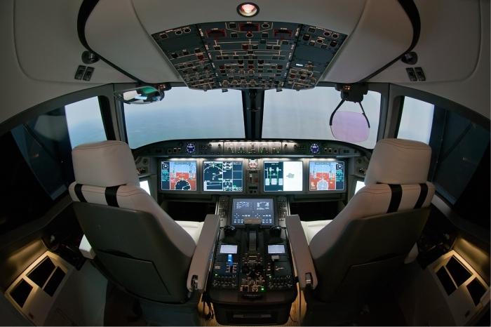 طائرة ركاب روسية جديدة تكمل أولى رحلاتها Ms-21_cockpit_mock_up_beltyukov