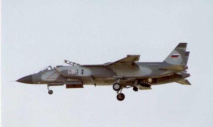 1200px-Yakovlev_Yak-141_at_1992_Farnborough_Airshow_(2).jpg