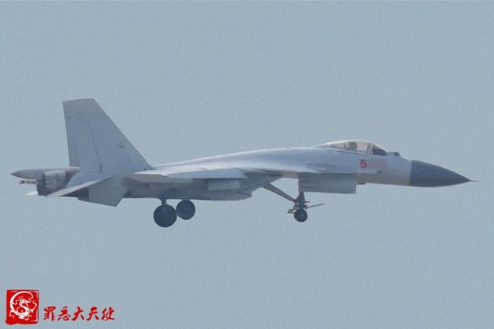 2016-09-15-Le-J-15-pour-CATOBAR-est-en-vol-03