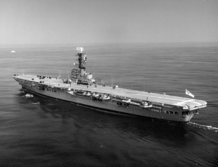 HMAS_Melbourne_(R21)_underway_1967.jpeg