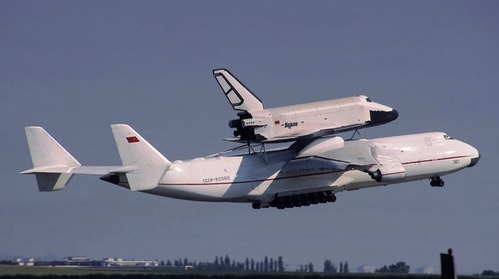 antonov_an_225_mriya_lifts_buran_russian_space_shuttle_31231_aircraft-wallpaper.jpg